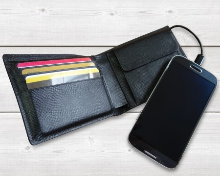 Mighty Power Wallet - Cartera con batería recargable incorporada